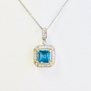 18K white gold necklace with 3.27 carat Blue Topaz